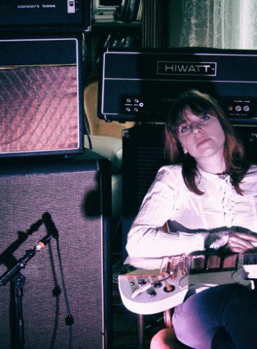 julie bally grenoble - where happiness born chronique - rock grenoble - femme rock