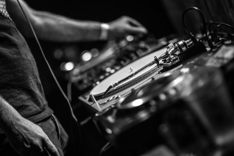 dj - polyphonik - clinique sonore